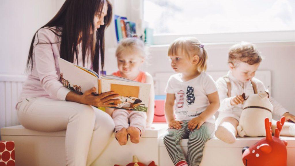 Membacakan Dongeng Untuk Perkembangan Psikologi Anak